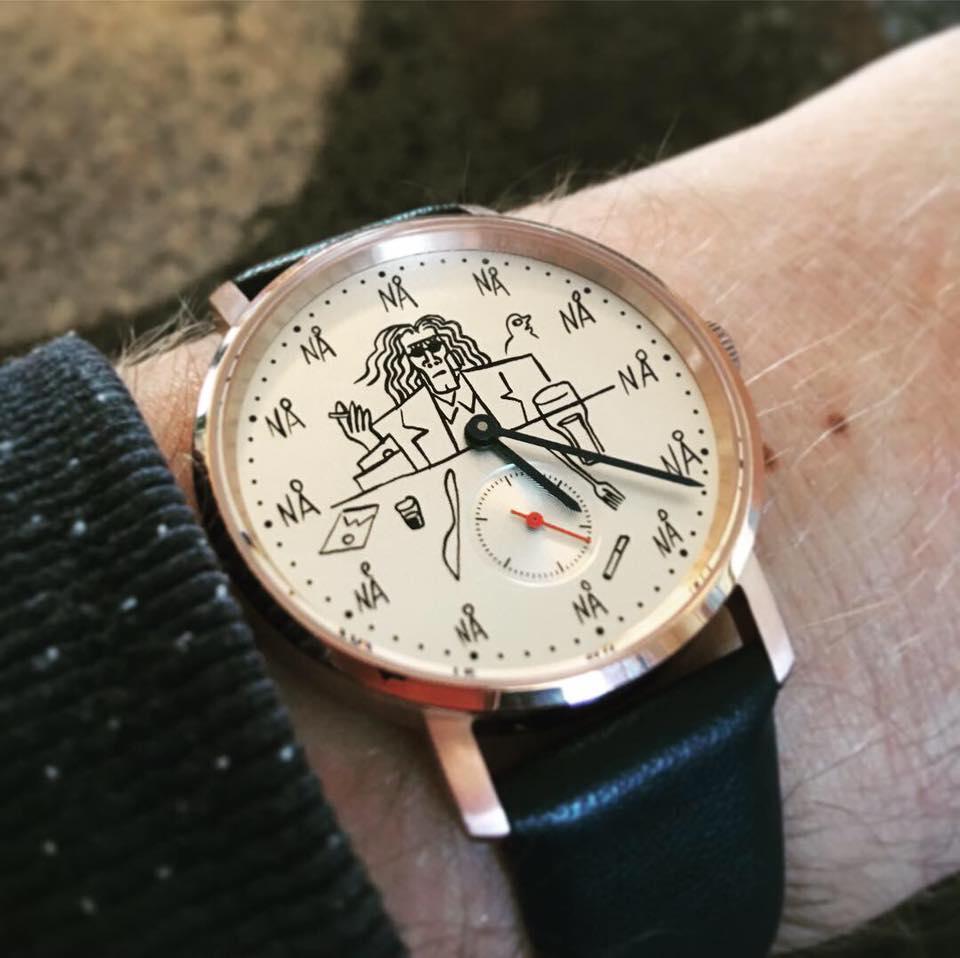 Det er alltid blog o'clock for NTT  -- og for kunstneren og illustratøren Bendik Kaltenborn Foto/klokkedesign ved BK.