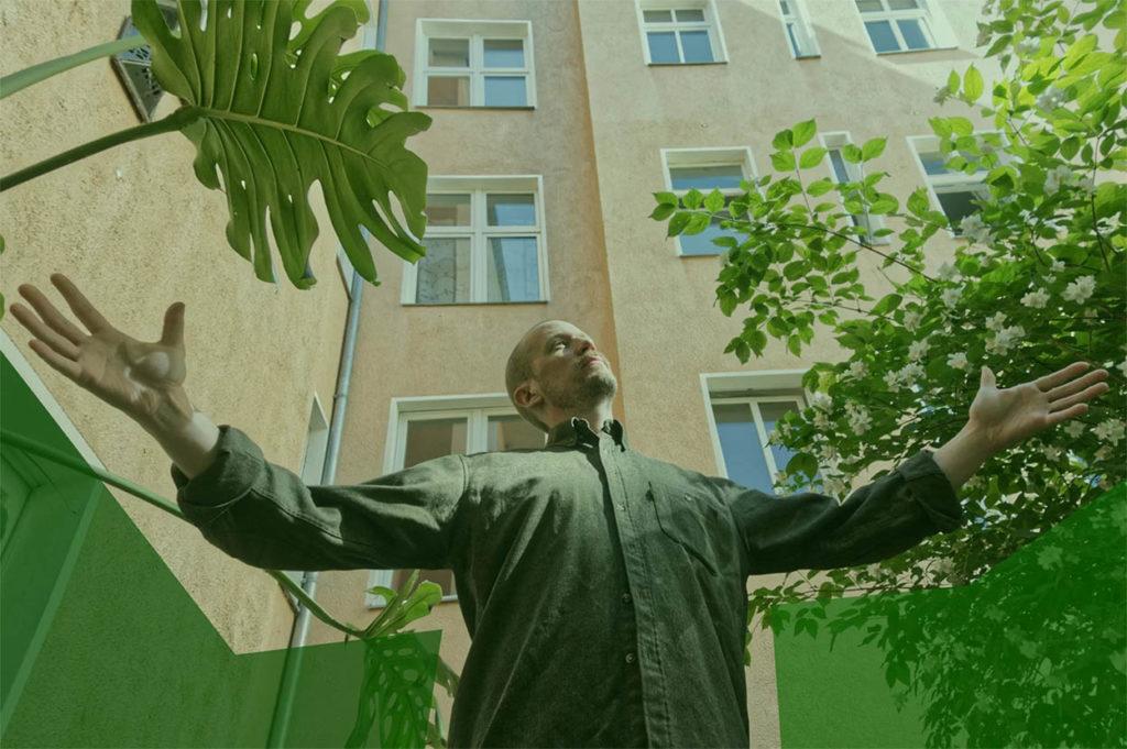 Blue in green: Petter Eldh er lykkelig over å kunne jobbe med sine favoritt-trommiser. Foto: Edition Records